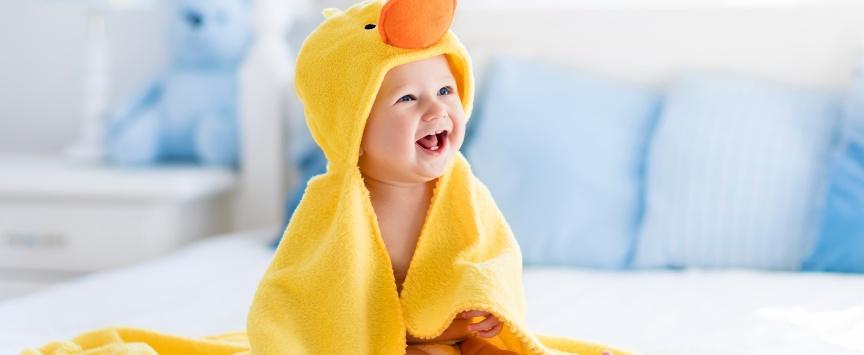 Как начинать закаливание новорожденного ребенка Правила и способы закаливания